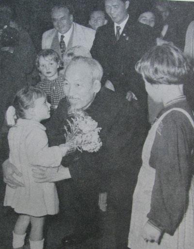 Ho Chi Minh va nhung cau chuyen ung xu ngoai giao