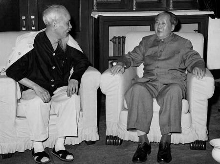 Ho Chi Minh va nhung cau chuyen ung xu ngoai giao 2