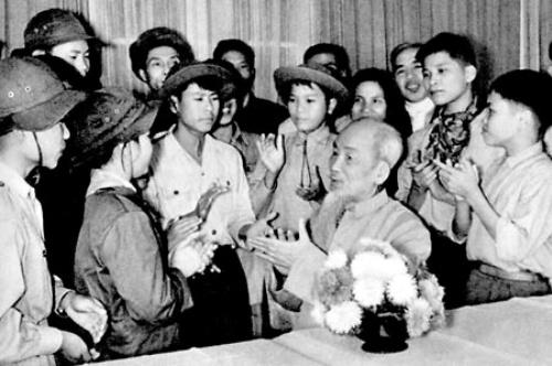 Tham nhuan tu tuong cua Chu tich Ho Chi Minh ve giao duc boi duong thanh nien